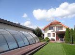 VEĽKÝ BIEL -  NA PREDAJ – exkluzívny rodinný dom s celoročným bazénom na brehu jazera pre náročných okr. SENEC