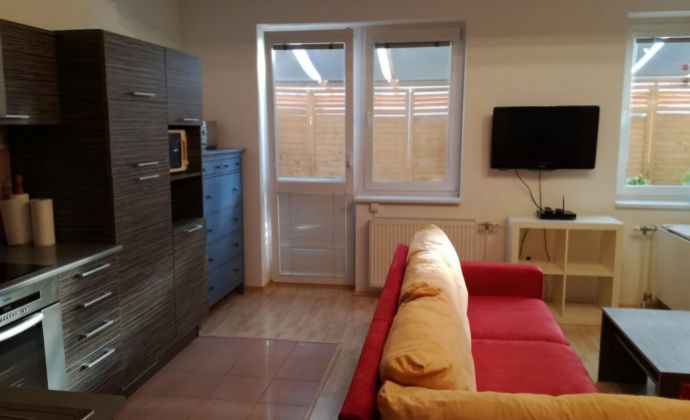 PRENÁJOM EXKLUZÍVNE 1,5 izbový byt s veľkou terasou