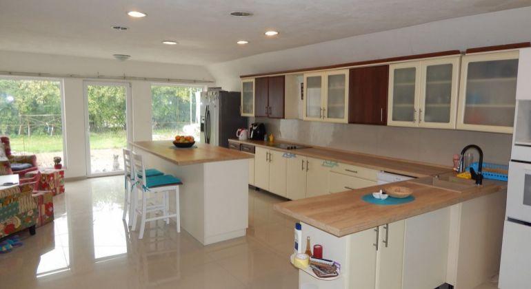 Exkluzívne-Na predaj rodinný dom s 4-bytovými jednotkami a s prevádzkou pohostinstva, 1534 m2, Handlová, okres Prievidza
