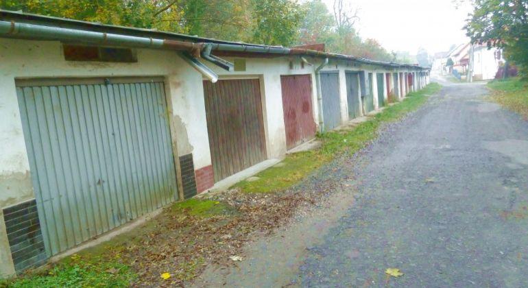Na predaj garáž, Lučenec - ulica Jarková