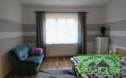 Pekný 3-izbový RD, 100 m2, letná kuchynka, tehlová pivnica, široký 22 m pozemok, 10 min. Vráble