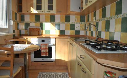 Ponúkame EXKLUZÍVNE na predaj 2 izb. byt v perfektnej lokalite Petržalky