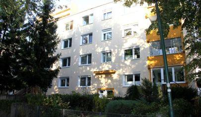 EXKLUZÍVNE na predaj: slnečný 2i byt, 3./4p., pokojná časť Dúbravky, Sekurisova ul.