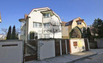 2-izbový zariadený byt s terasou, v mestskej vile Tichá ulica, BA I