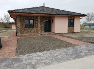 Tichá lokalita!4-izbový bungalov s pozemkom 800m2 dokončený na kľúč blízkosti hrádze