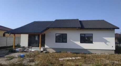 Kuchárek-real: Ponuka 4- izbového rodinného domu v obci Čakany. .