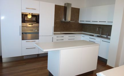 Na prenájom! Luxusný 3-izbový byt 88 m2 s parkovacím miestom v centre Trenčína