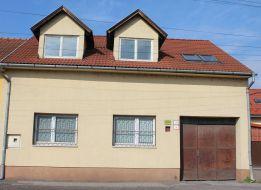 Na predaj dva rodinné domy blízko centra mesta Lučenec, rekonštrukcia, kancelársky priestor,