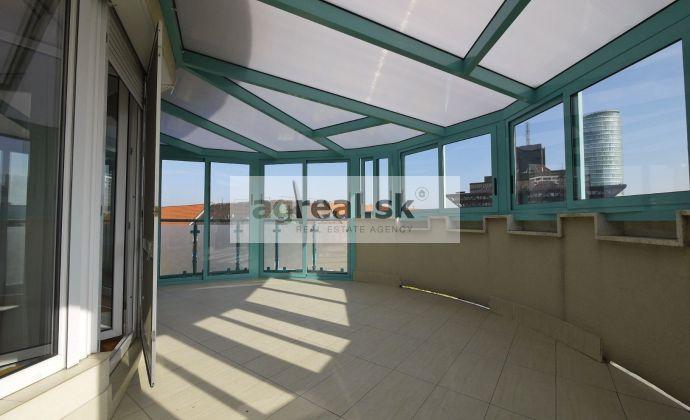 3-izbový nadštandardný byt Jozefa Kronera, terasa, klimatizácia - k nasťahovaniu, možnosť parkingu v suteréne