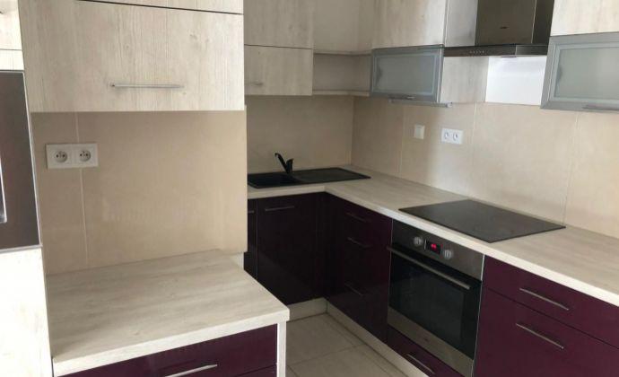 Ponúkame Vám na prenájom 2 izbový byt v Bratislave na Družstevnej ulici. POZOR NEPLATÍTE PROVÍZIU !!!!