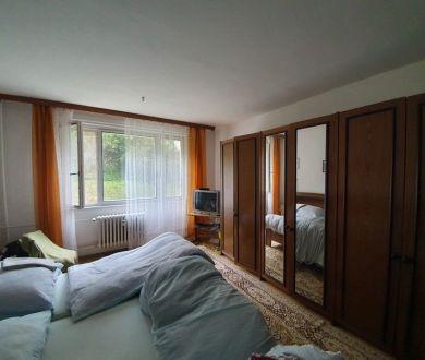 Ponúkame na predaj starší dvojizbový byt v Považskej Bystrici, 66 m2.
