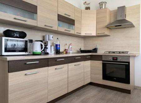 2 izbový byt  s balkonom Topoľčany  / centrum