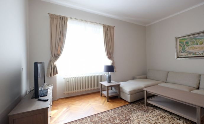 Zariadený 3-izb. byt s parkingom v centre/ Furnished 2 bedroom apartment with parking in the center- Šulekova