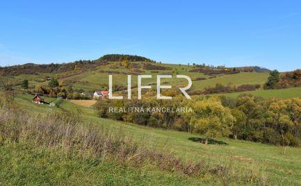 Na predaj krásny slnečný pozemok v obci Peklina