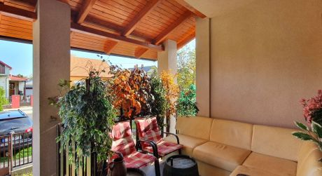 6 - izbový priestranný rodinný dom, pivnica, garáž, obytná plocha 139 m2, pozemok 800 m2 - Hegyeshalom
