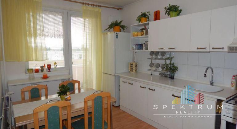 REZERVOVANE-Exkluzívne-Na predaj 3 izbový byt, 70 m2, Prievidza, Necpaly