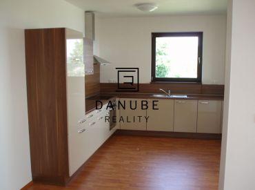 Predaj 3  izbový byt na  Kolibe v uzavretom areáli Bratislava.