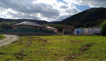 VRÚTKY pozemok 625m2 vhodný pre rodinný dom v časti Karvaša Blahovca