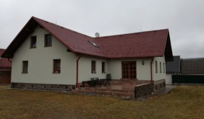 RADOBICA, priestranný Rodinný dom, usadlosť v blízkosti lesa