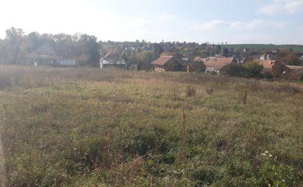 Zaujímavý stavebný pozemok, Dedinka
