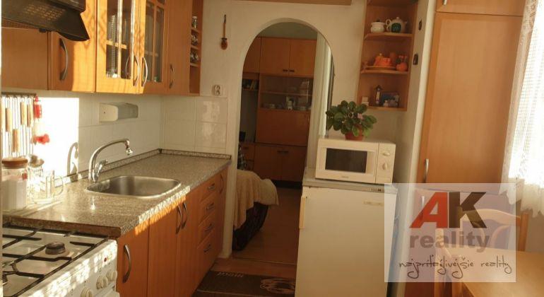 Predaj 4 izbový byt Bratislava-Dúbravka, Nejedlého ulica