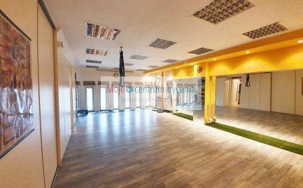 Lukratívny nebytový priestor po rekonštrukcii s možnosťou bývania a vyhradeným parkovaním v pešej zóne!, 2- 3 izby, 81 m2