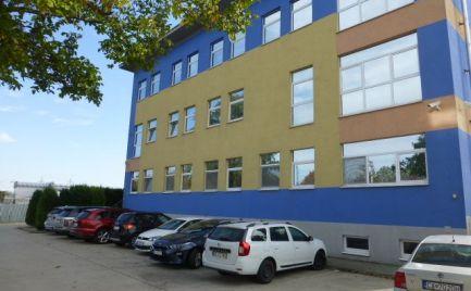 Na prenájom klimatizovaná dvojkancelária o výmere 47,55 m2 na Slovnaftskej ul.