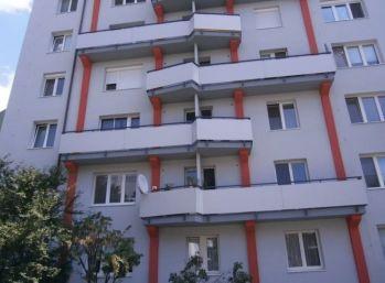Priestranný 2-izbový byt s balkónom