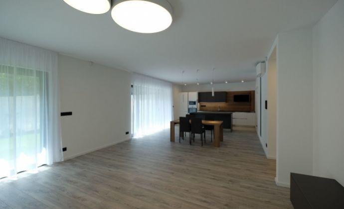 Nový 4-izb. byt s terasou na hradnom kopci / New 3 bedroom apartment on the Castle Hill - Bratislava I.