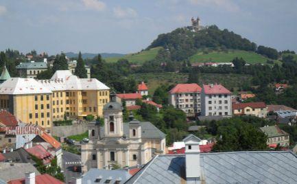 Predaj 1 izbových bytov v centre Banskej Štiavnici, zapísané do zoznamu UNESCO.