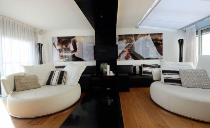 Luxusný mezonetový byt s balkónom (125,7m2+4m2) v absolútnom centre