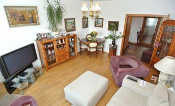 Predaj (iba hotovosť), priestranný a slnečný 3- izb. byt(73,38 m2)  s loggiou (3,5 m2) po rekonštrukcii, ul. Kapicova, Bratislava V – Petržalka