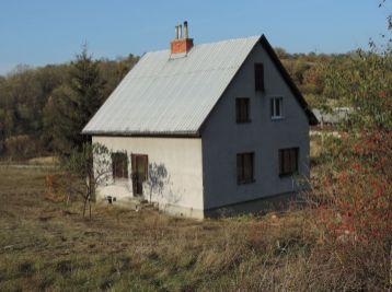 MAXFINREAL - na prenájom rodinný dom na samote v obci Nemčiňany