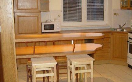 Ponúkame do prenájmu velkometrážny, svetlý, zariadený 1 izbový byt na Drotárskej ceste, BA I. - Staré Mesto.