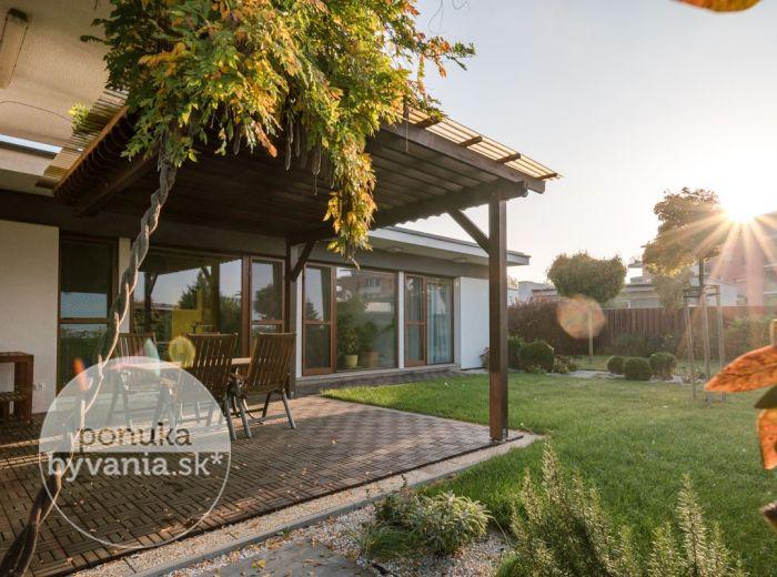 CHORVAT. GROB, 5-i dom, 193 m2 - POZEMOK 619 m2, novostavba, PRESKLENÉ IZBY, ideálne rodinné bývanie