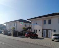 DIAMOND HOME s.r.o. -Alžbeta Horváthová ponúka Vám novovstavané 3 izbový byty dvojpolažnej bytovke v Dunajskej Strede, na Galantskej ceste.
