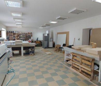 Ponúkame na prenájom výrobno - skladový priestor v obci Lúky neďaleko Púchova.
