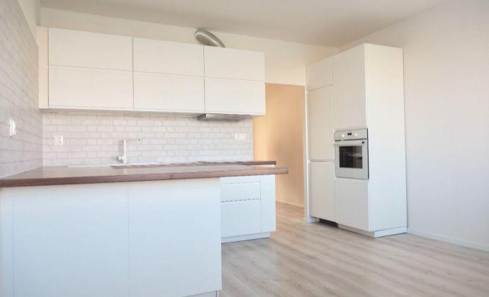 3i byt s loggiou, kompletná NOVÁ rekonštrukcia, Námestie Hraničiarov, Petržalka