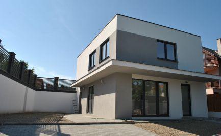 Dvojpodlažný 4-izbový rodinný dom na Jazernej ulici v Rovinke PRI JAZERE Košariská a blízko BA.