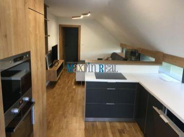 MAXFIN REAL - Prenájom moderný podkrovný 2 izb. byt v RD, Nitra