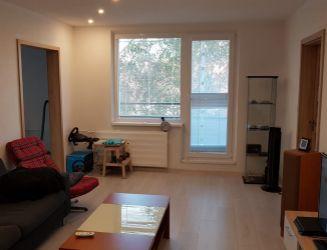 Zvolen, Sokolská – kompletne zrekonštruovaný 2-izbový byt s balkónom, 62 m2 – predaj