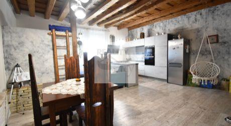 Dvojgeneračný rodinný dom 174 m2, pozemok  1198 m2, pivnica - Rajka
