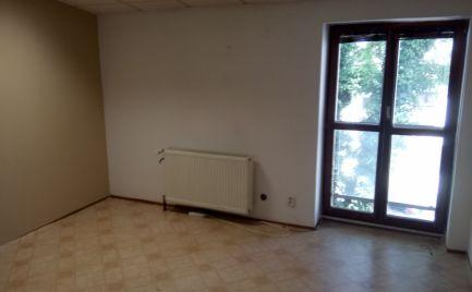 Prenajmem dve kancelárie na Farskej ul. v Nitre 100€ a 150€.