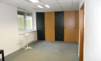 Priestranný nebytový priestor s tromi kanceláriami