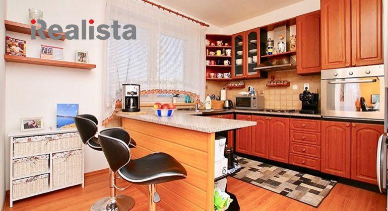 Zariadený 1 izbový byt s loggiou a vlast. parkovaním - Devínska Nová Ves