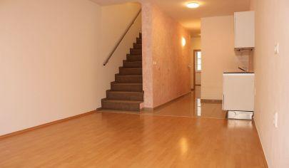 Exkluzívny predaj - 4 izbový tehlový byt o veľkorysej rozlohe 112 m2, Pezinok, 2 parkovacie státia