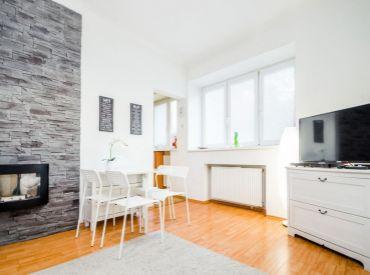 2i byt, 45 m2 – BA – Staré Mesto: zrekonštruovaný, MODERNE ZARIADENÝ byt s predzáhradkou, VEDĽA PREZIDENTSKEJ ZÁHRADY.