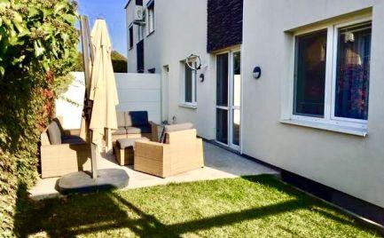 Krásna novostavba 3 izbového zariadeného bytu so záhradou v tichej a príjemnej časti obce Rovinka.