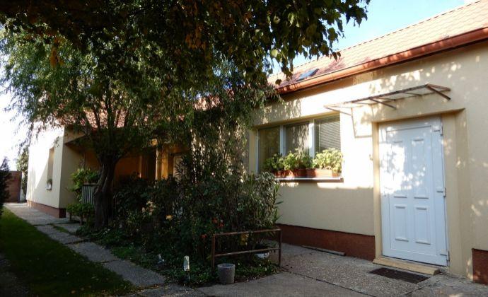 Predaj rodinného domu s priestranným pozemkom v Lehniciach časti Kolónia.