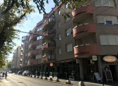 Predaj 2 izbový byt 74 m2 v centre Bratislavy s dvoma garážovými státiami v cene, ul. Kýčerského